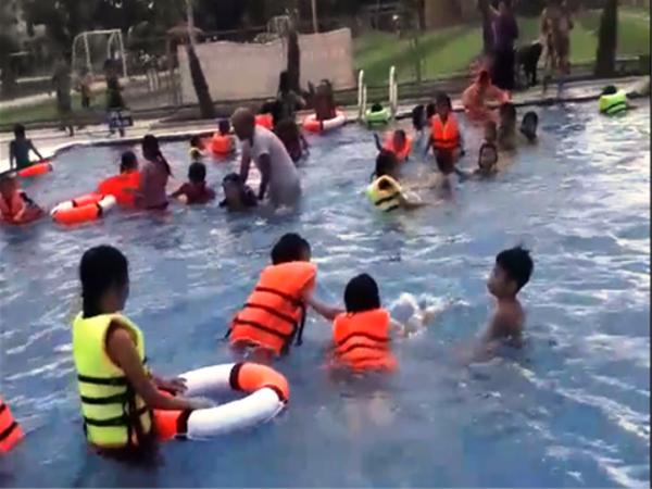 Bé trai 6 tuổi đuối nước tại bể bơi tư nhân
