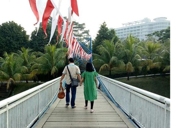 Bức ảnh đôi vợ chồng 'dắt tay nhau đi đến thiên đường' trong vụ rơi máy bay Lion Air khiến cộng đồng mạng nghẹn ngào