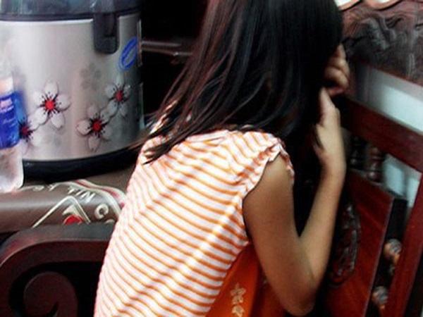 Cần Thơ: Cụ ông U80 hiếp dâm con gái riêng của con dâu rồi cho quà bánh