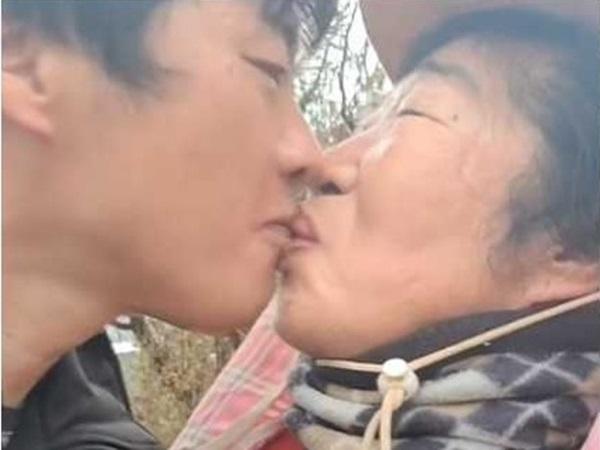 'Cặp đôi mẹ con' chồng 38 vợ 65 bỗng dưng lên tiếng xin lỗi dân mạng, hé lộ bí mật động trời cả hai cùng giấu giếm