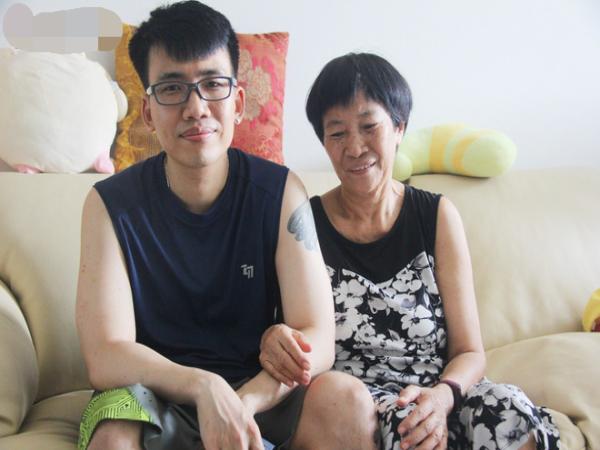 """Chàng lập trình viên từng đăng """"bán thân"""" để kiếm tiền chữa ung thư cho mẹ thông báo tin vui"""