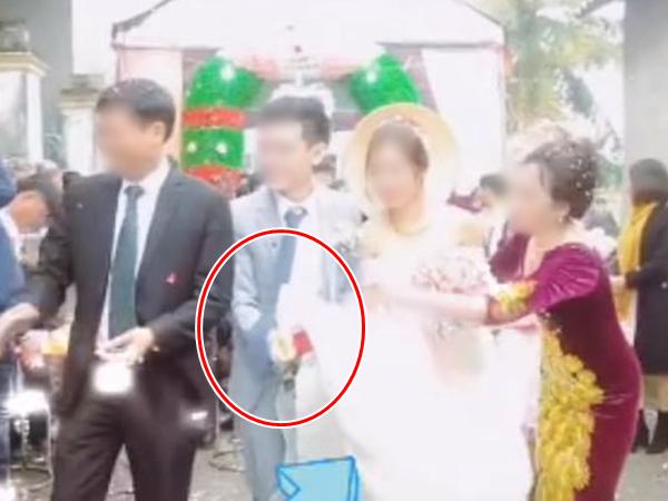 Quá vui vì cưới được vợ, chú rể khiến cô dâu suýt 'lộ hàng' giữa thanh thiên bạch nhật