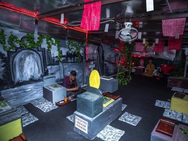 """Chủ quán cà phê theo phong cách """"âm phủ"""" tại Sài Gòn khóc ròng vì khách """"mây mưa"""" tại chỗ đến mức công an phải vào cuộc"""