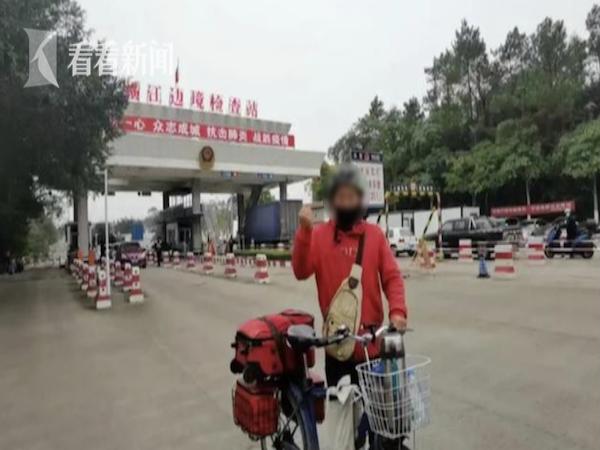 """Chuyến đi hơn 6000km để thực hiện ước mơ phải tạm dừng vì công tác kiểm soát dịch, người đàn ông bật khóc: """"Chúng ta cần phải hiểu cho họ"""""""