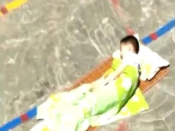 Clip giáo viên mầm non bắt trẻ ngủ trưa giữa trời nắng gây bức xúc