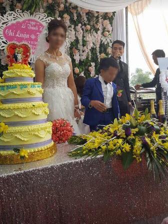 Cô dâu cao 1m65, xinh như hot girl lấy chồng cao 80cm: Kẻ dè bỉu tham tiền, người ngưỡng mộ tình yêu đẹp - Ảnh 1