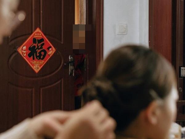 Khoảnh khắc cảm động nhất ngày: Cô dâu mải trang điểm, đến khi nhìn ra cửa bỗng dưng bật khóc