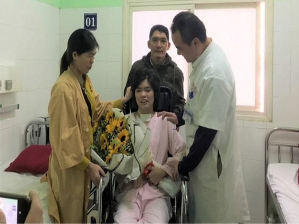 Cô gái bệnh viện trả về bỗng hồi sinh kỳ diệu vào ngày sinh nhật 18 tuổi