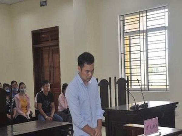 Cựu thượng úy công an cầm súng bắn bảo vệ để cướp ngân hàng ngất xỉu tại phiên tòa