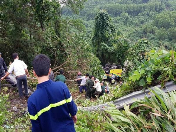 Danh tính ngôi trường có 22 người rớt xuống đèo Hải Vân: Tất cả là sinh viên du lịch, 1 người đã tử vong