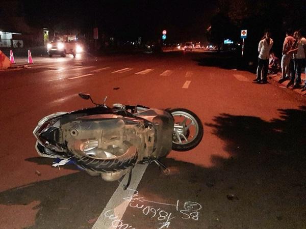Thương tâm: 2 mẹ con bị ô tô tông tử vong khi đang chờ sang đường để về nhà