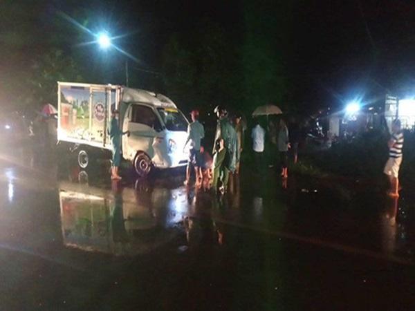 Hình ảnh đau lòng: Dì cùng cháu trai 4 tuổi tử vong thương tâm trong mưa vì bị xe tải tông