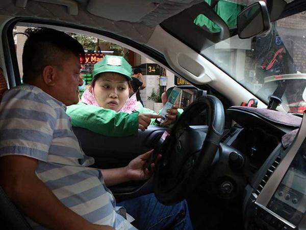 Đề xuất từ chối đăng kiểm với xe hơi nợ phí đỗ lòng đường