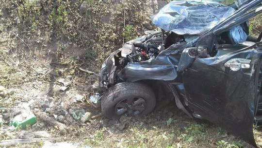 Đi đám cưới, xe ô tô mất lái khiến 5 người thương vong - Ảnh 2
