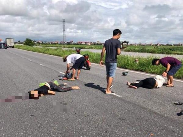 Điều khiển xe máy đâm thẳng vào xe khách, hai nam thanh niên tử vong tại chỗ