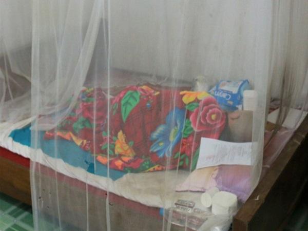 Viện cớ bệnh không đến tòa, gã hàng xóm nhiễm HIV dâm ô bé gái 11 tuổi nằm trên giường nghe tuyên án