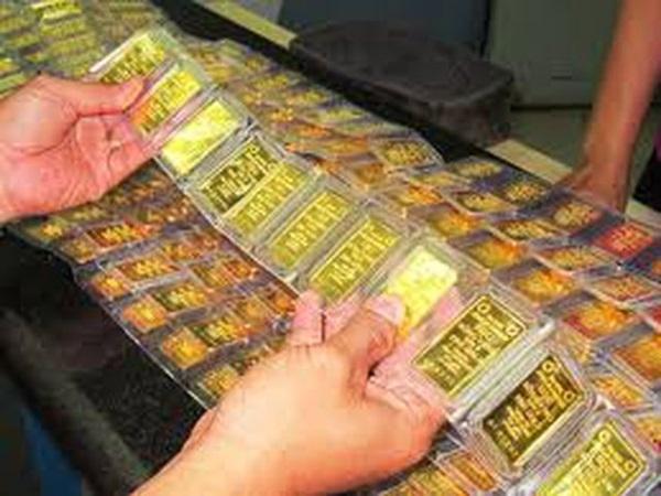 Giá vàng tăng vọt qua mốc 42 triệu đồng/lượng