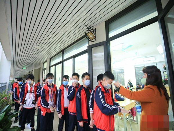 Hà Nội: Khi học sinh đi học lại, hàng ngày giáo viên phải hỏi học sinh có sốt, ho, khó thở, mệt mỏi hay không