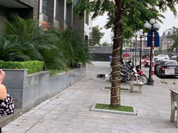 Hà Nội: Người dân bàng hoàng phát hiện một phụ nữ tử vong dưới chân tòa nhà chung cư