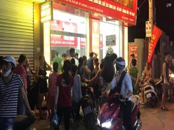Hà Nội: Tên cướp mặc sơ mi trắng cướp tiệm vàng trong đêm rồi tẩu thoát
