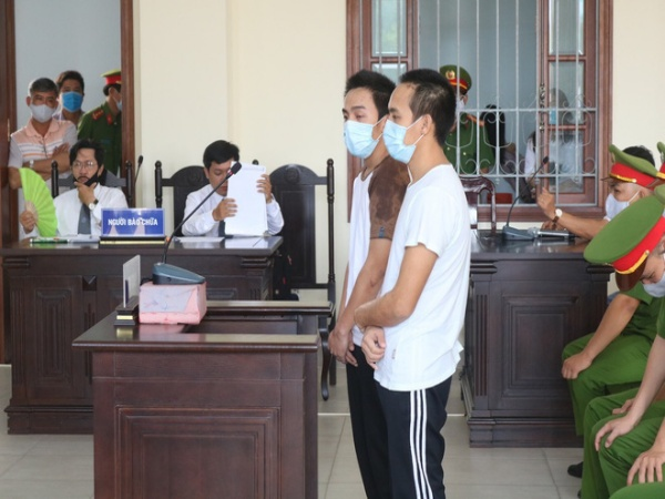 Hai anh em ruột lần lượt lãnh án tử hình và chung thân vì đâm đại úy cảnh sát tử vong vào chiều 30 Tết