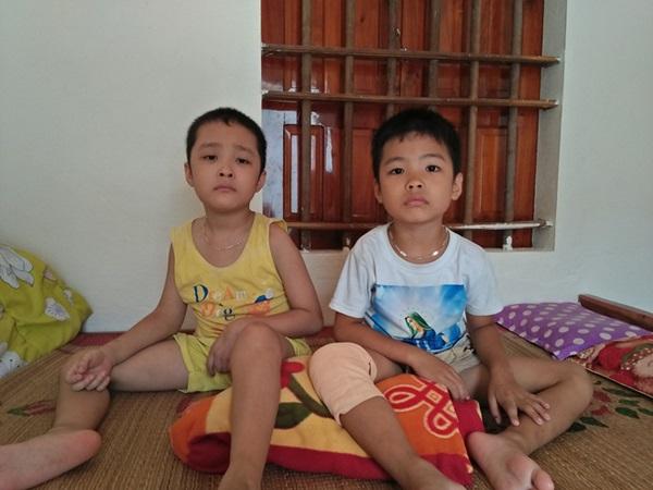 Ánh mắt cầu cứu của hai đứa trẻ cùng mắc phải căn bệnh đông máu, không tiền chữa trị ở Nghệ An