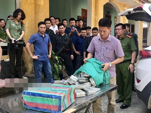 Hành trình phá án, thu giữ 100 bánh heroin ở Mai Châu