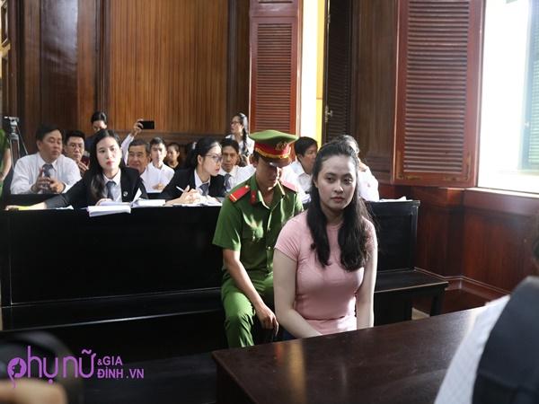 Mẹ bị bắt lúc con mới 10 tháng tuổi, con trai hot girl Ngọc Miu không nhớ nổi mặt mẹ mình