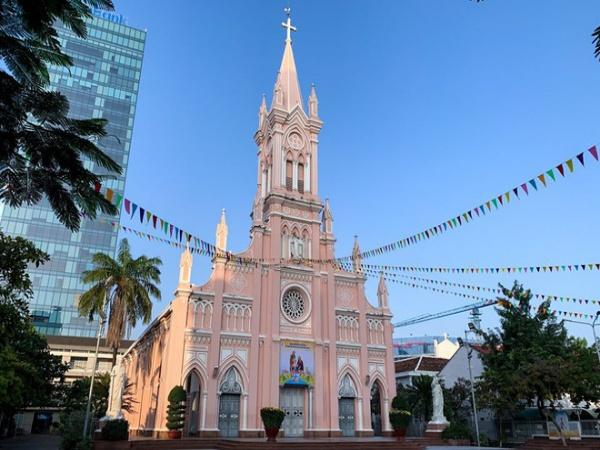 Lo ngại dịch bệnh virus Corona, nhà thờ Chính Toà Đà Nẵng tạm đóng cửa, không đón tiếp du khách