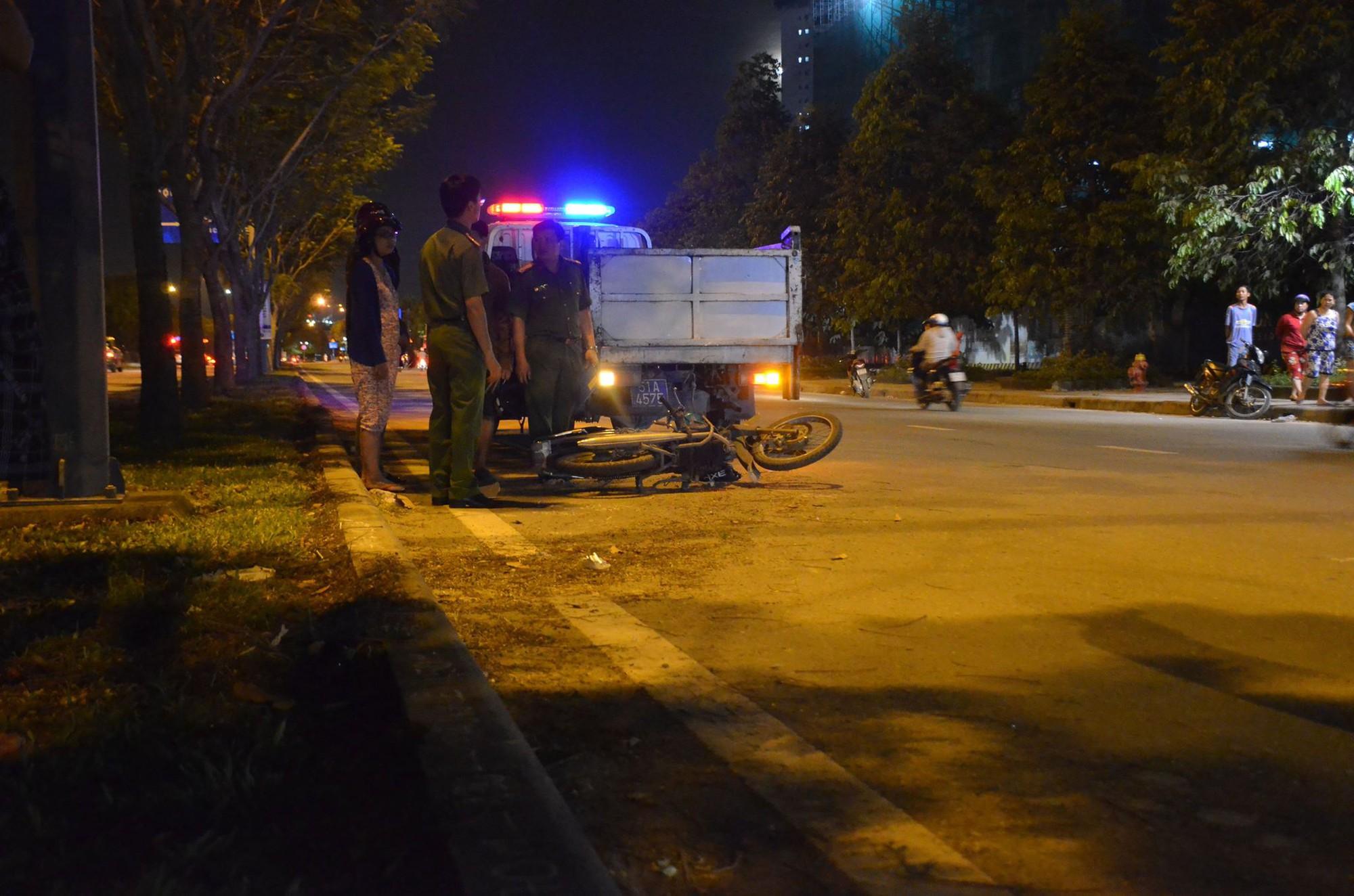 TP.HCM: Nam công nhân tử vong bất thường cạnh xe máy trên đại lộ Mai Chí Thọ - Ảnh 1