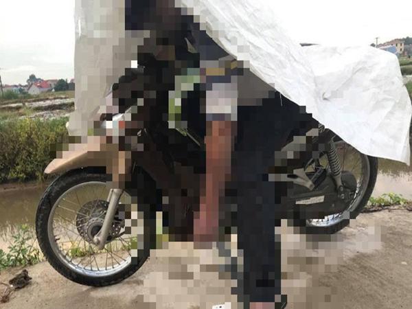 Nam thanh niên tử vong trong tư thế ngồi gục trên xe máy