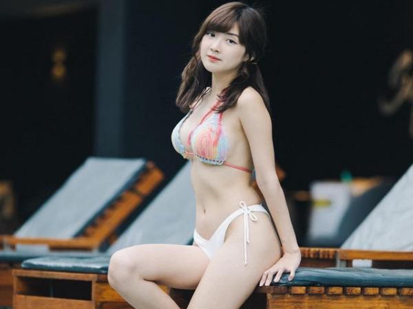 """Ngắm vẻ đẹp tựa thiên thần của nữ streamer Thái, nhưng điều """"gây sốt"""" lại là body quá nóng bỏng khi diện bikini"""