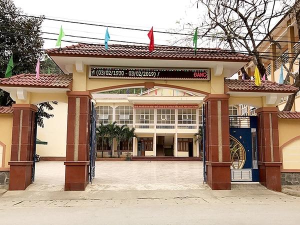 Nghệ An: Phó chánh văn phòng huyện ủy chưa có bằng THPT