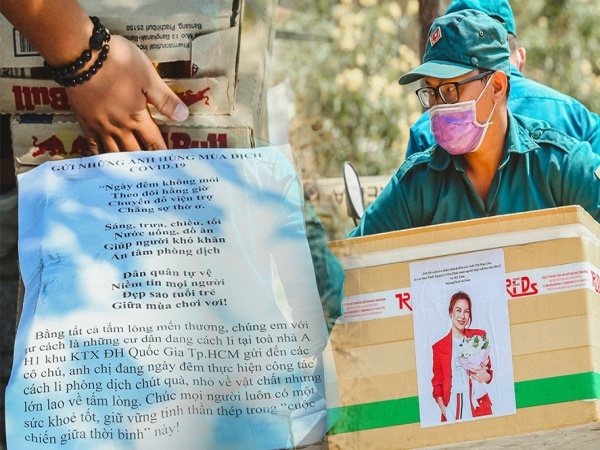 Người cách ly ở KTX âm thầm mua sữa tặng các anh dân quân tự vệ để cảm ơn vì ngày đêm chuyển hàng viện trợ