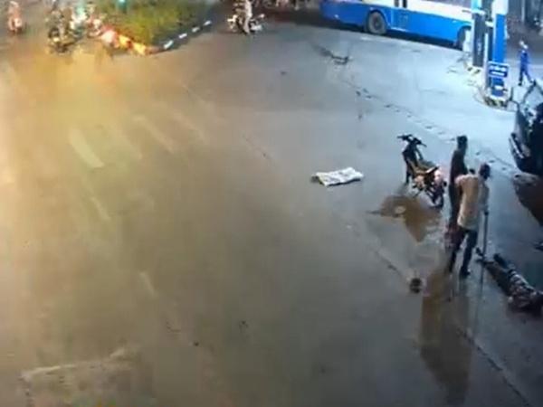 Người đàn ông bị truy sát dã man giữa đường