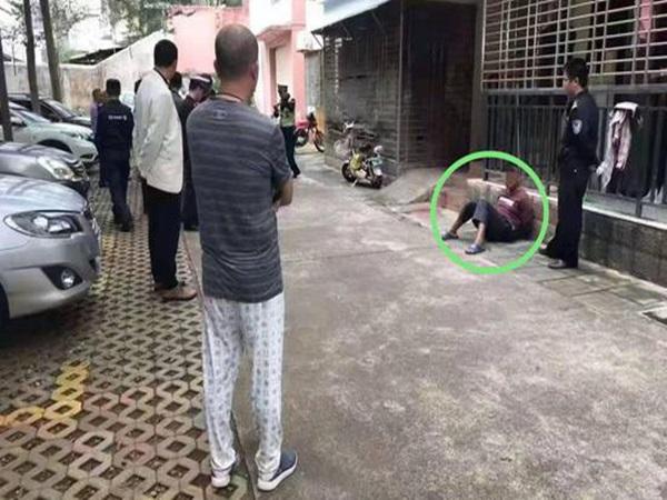 Người đàn ông gây rối, dùng dao tấn công công an