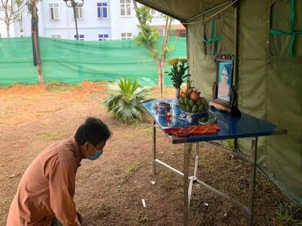 Người đàn ông Nghệ An lập bàn thờ chịu tang mẹ ở khu cách ly