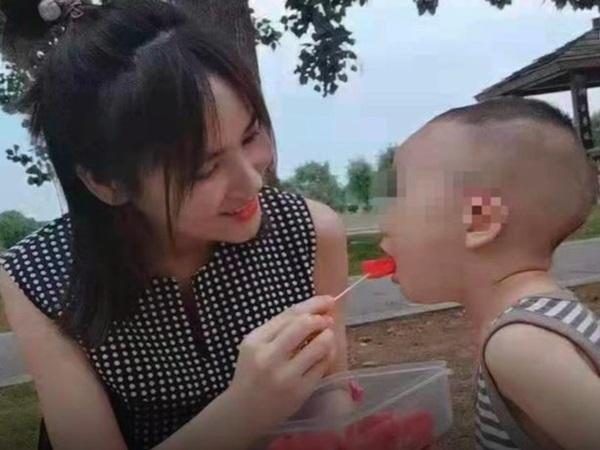 Giấu gia đình đinâng ngực, người mẹ trẻ chết tức tưởi trên bàn mổ, bỏ lại hai con nhỏ bơ vơ