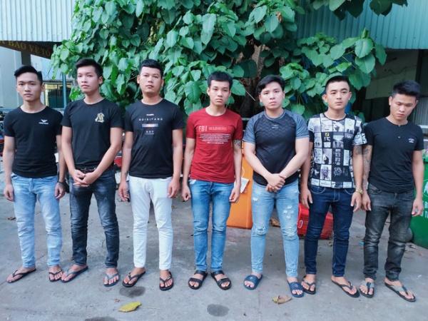 Nhóm thanh niên cầm dao đuổi chém người dã man vì mâu thuẫn tiền bạc