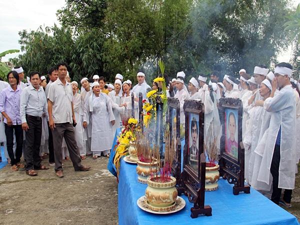 Vụ tai nạn 13 người chết ở Quảng Nam: Tiếng khóc than xé lòng trong ngày lễ yết tổ