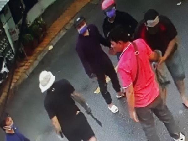 Khởi tố bốn đối tượng trong vụ nổ súng, chém người ở tiệm cầm đồ
