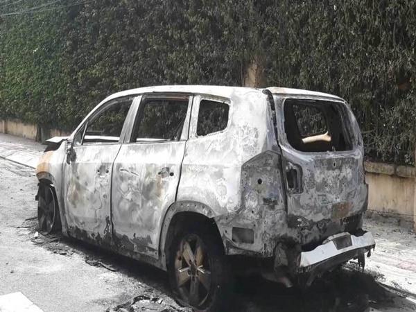 Nữ giám đốc tê tái vì ô tô bị đốt rụi trước cửa nhà