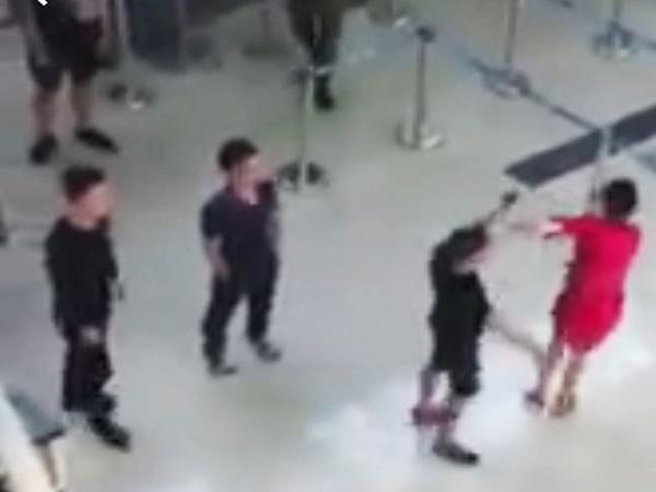 Nữ nhân viên Vietjet bị 3 thanh niên đánh vì từ chối chụp 'selfie'