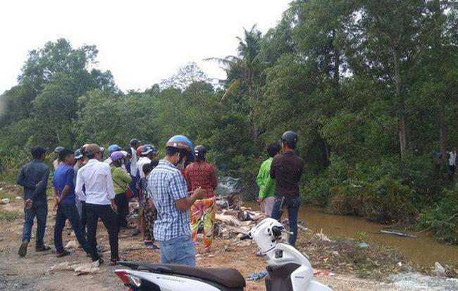 Phát hiện thi thể người đàn ông nổi trên mặt nước cạnh xe máy