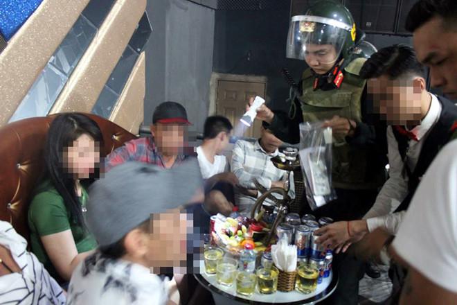 Hàng chục nam nữ 'phê' ma túy trong quán bar ở Đồng Nai - Ảnh 2