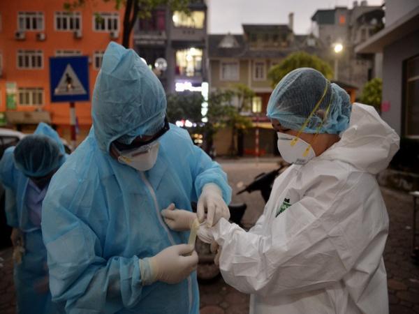 """Phó Giám đốc Bệnh viện Bạch Mai: Tại bệnh viện có 2 """"ổ dịch"""", chưa thể khẳng định có lây nhiễm chéo"""
