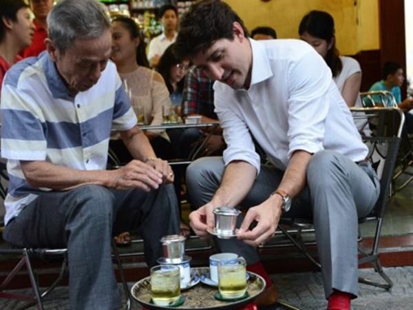 """Quán cafe ở Sài Gòn mà Thủ tướng Canada ghé uống: """"Ông và người ngồi cùng bàn đều uống cafe sữa pha phin và khen ngon"""""""