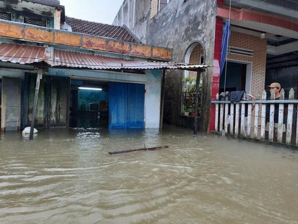 Quảng Nam: Hai mẹ con bị điện giật tử vong thương tâm trong lúc dọn nhà sau lũ
