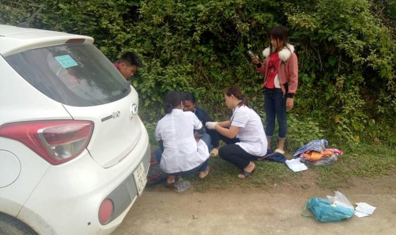 Không kịp đến trung tâm y tế, sản phụ Nghệ An trải ni lông sinh con trai 3,2kg ngay bên vệ đường