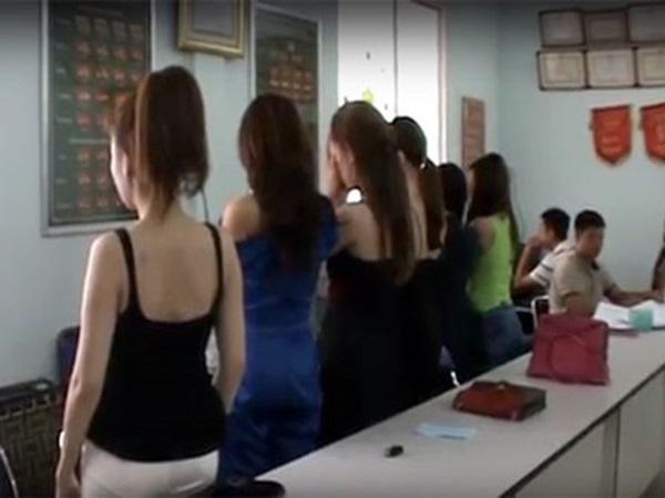 """Sinh viên SP thấy bị xúc phạm vì quy định """"bị đuổi học nếu bán dâm 4 lần"""""""